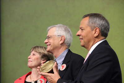 Carlos E. Peña, vice president of the ELCA, presents the Servus Dei Medal to David Swartling, secretary of the ELCA. Barbara Swartling stands by his side.