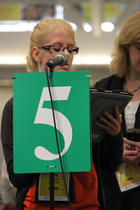 A voting member speaks in favor of a motion.