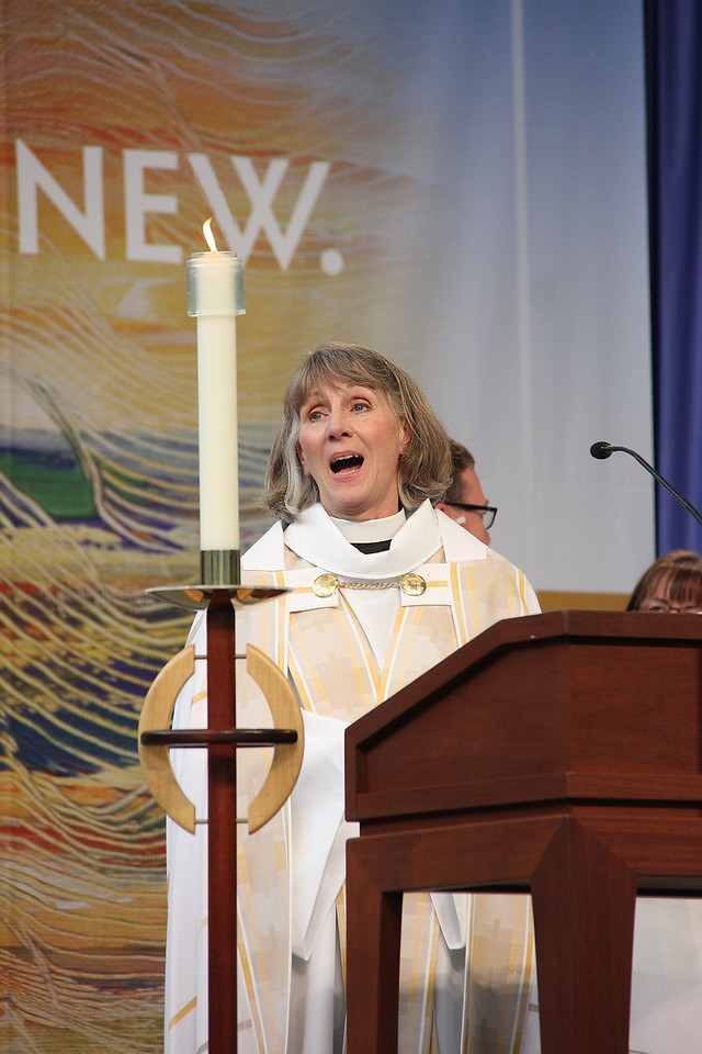 Kristine Carlson shares the message during worship.