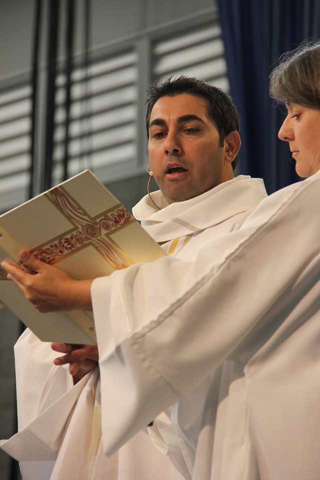 The Rev. Gabi Aelabouni serves as presiding minister during Tuesday's worship.