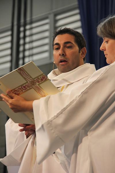The Rev. Gabi Aelabouni serves as presiding minister during Tuesday's worship.