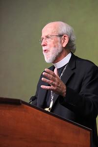 Presiding Bishop Mark Hanson responds to questions.