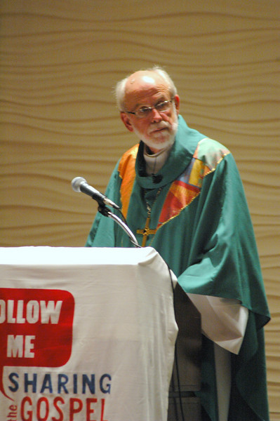 Presiding Bishop Mark S. Hanson during opening worship