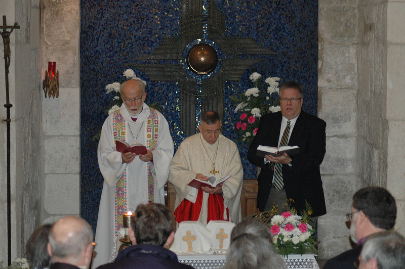 Leading worship Jan. 9 at the Church of the Holy Sepulchre were, from left, ELCA Presiding Bishop Mark Hanson, ELCJHL Bishop Munib Younan and Scott Weidler, ELCA worship and liturgical resources team.