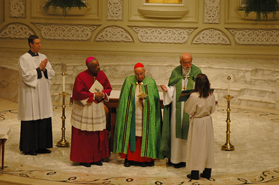 "The Rev. Mark S. Hanson, right, ELCA presiding bishop and president, the Lutheran World Federation, offers ""Psalm prayers"" during the Oct. 1 JDDJ celebration in Chicago.  Archbishop Wilton Gregory, Archdiocese of Atlanta, second from left and Cardinal Francis George, president U.S. Conference of Catholic Bishops, join in the prayers."