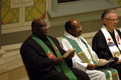 Bishop Gregory V. Palmer, left, president of the Council of Bishops, United Methodist Church, offered prayers during the Oct. 1 JDDJ celebration service in Chicago.  Next to him are the Rev. Ishmael Noko, general secretary, the Lutheran World Federation and the Rev. Michael Kinnamon, general secretary, National Council of Churches USA.