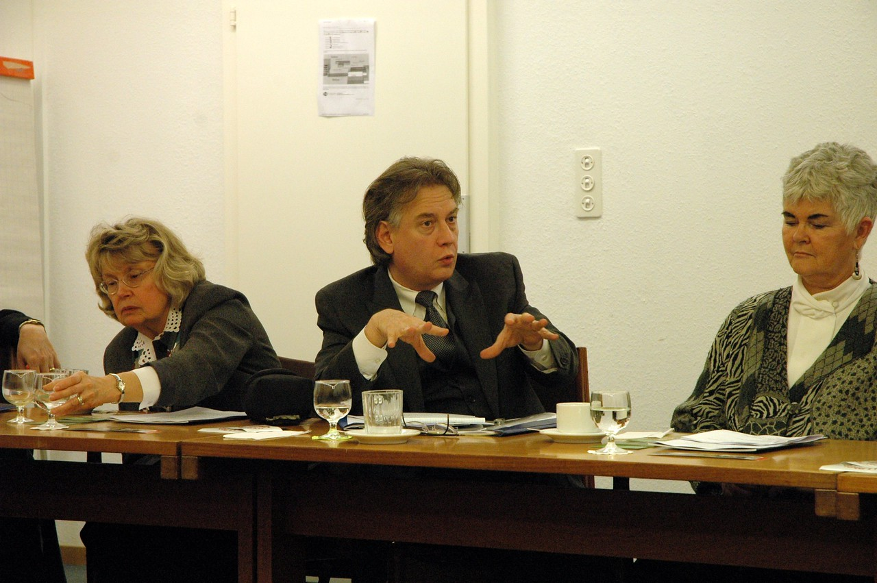 Dr. Rocky Piro, Seattle, president, Lutheran Ecumenical Representatives Network, asks a question Feb. 15 in Geneva.