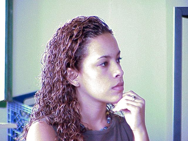 According to Eva del Mar Emeric, a university student from Vieques, the economic crisis and the lack of job opportunities on the island keep her and other students from returning to the island after graduation.