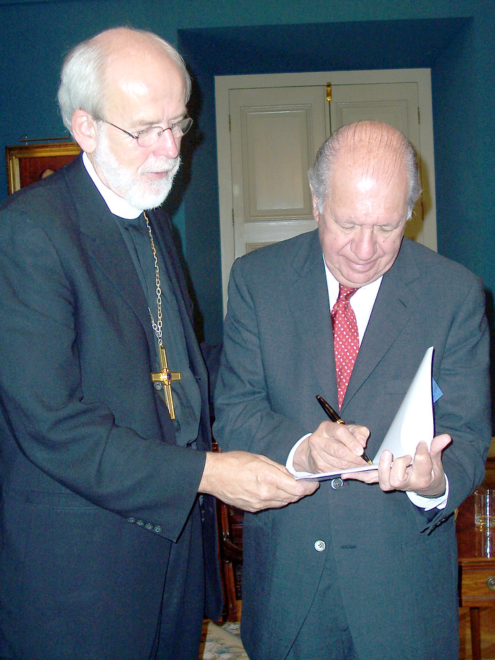 The Rev. Mark S. Hanson (right), LWF president and ELCA presiding bishop, met with Ricardo Lagos Escobar, president of Chile, Oct. 17, 2005.