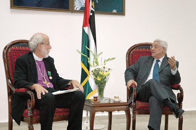 ELCA Presiding Bishop and LWF President Mark S. Hanson, left, converses with Palestinian Authority President Mahmoud Abbas, right, during a meeting Abbas hosted with LWF leaders in Gaza City Sept. 3.
