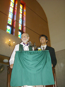 The Rev. Mark S. Hanson (left), ELCA presiding bishop and LWF president,  shared the pulpit of HKBP Sudirman, Medan, Indonesia, July 2.  The Rev.  Deonal Sinaga (right), director, HKBP Office for Ecumenism, Tarutung,  Indonesia, translated Hanson's words into Bahasa Indonesia.
