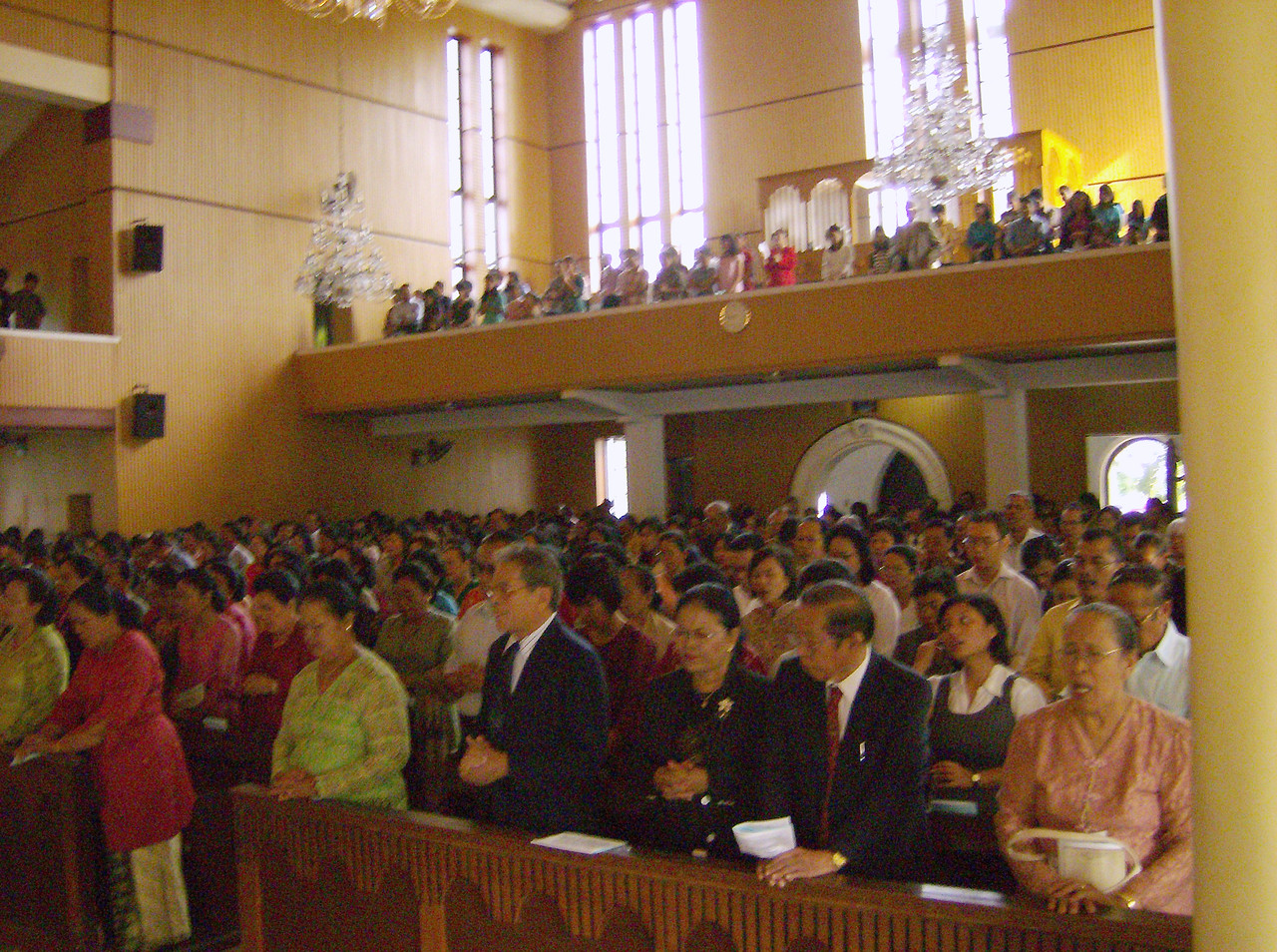 The HKBP Sudirman is the largest Lutheran congregation in Medan.  The  7:30 a.m. service July 2 drew hundreds to hear the Rev. Mark S. Hanson,  ELCA presiding bishop and LWF president.