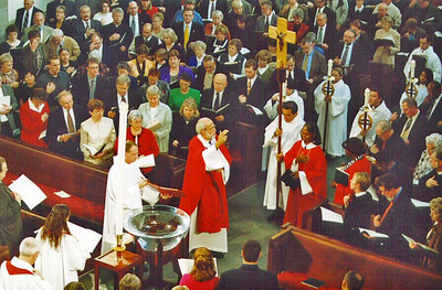 Bishop-Elect Hanson blesses the congregation during the benediction at the conclusion of the installation service.