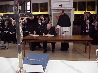 Bishop Anderson signs the Joint Declaration. He was the last of the LWF vice presidents to sign the document.
