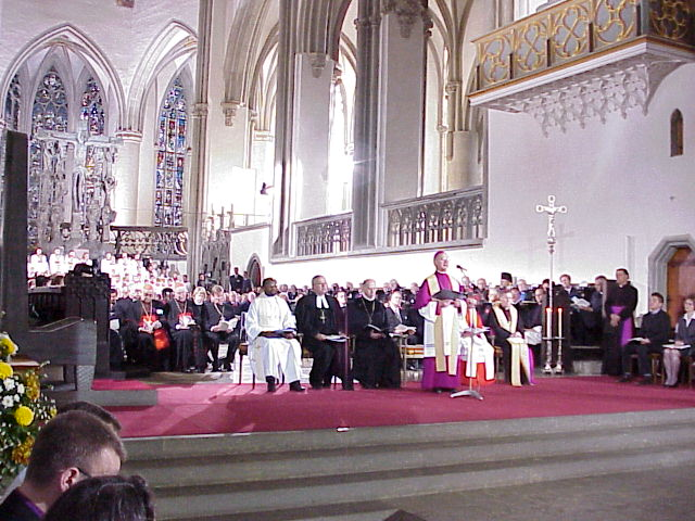 Bishop Walter Kasper, secretary, Pontifical Council for Promoting Christian Unity, and the Rev. Ishmael Noko, general secretary of the Lutheran World Federation (LWF), Geneva, Switzerland, opened the worship service at the cathedral.