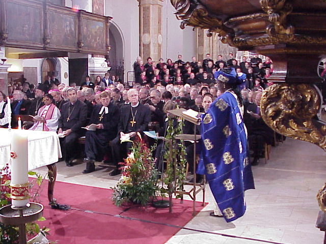 Vice presidents of the LWF were seated in the front row on the right side of the altar at St. Anna's. They are, left to right, the Rev. Prasanna Kumari, executive secretary, United Evangelical Lutheran Church in India (wearing purple stole); Bishop Julius Filo, Evangelical Church of the Augsburg Confession in the Slovak Republic; the Rev. Huberto Kirchheim, president, Evangelical Church of the Lutheran Confession in Brazil; the Rev. H. George Anderson, presiding bishop of the ELCA; Parmata Abasu Ishaya, lay member, Lutheran Church of Christ in Nigeria (reading lesson).