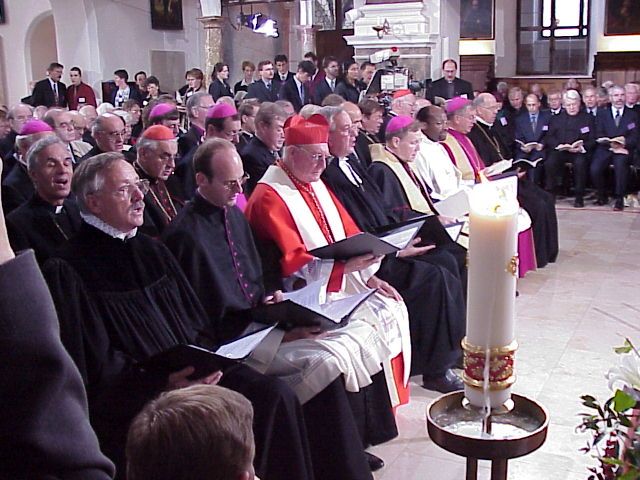 On the left side of the altar at the Oct. 31 service were four primary signers of the Joint Declaration. They are, left to right, Cardinal Edward Idris Cassidy, president, Pontifical Council for Promoting Christian Unity (in red); the Rev. Christian Krause, LWF president and bishop of the Evangelical Lutheran Church in Brunswick, Germany; Bishop Kasper; General Secretary Noko.