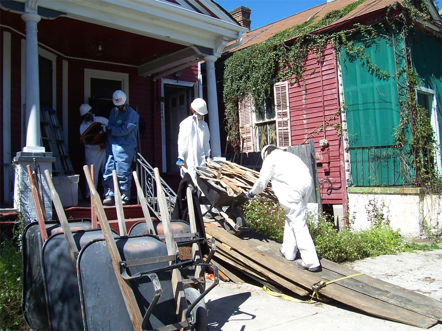 "A group of students from Valparaiso University, Valparaiso, Ind., haul debris from a house in New Orleans as part of 2007 ""What a Relief!"" -- an opportunity for students to spend their spring break helping survivors of the 2005 hurricane season rebuild. Lutheran Disaster Response is organizing What a Relief! Valparaiso is an independent Lutheran university."