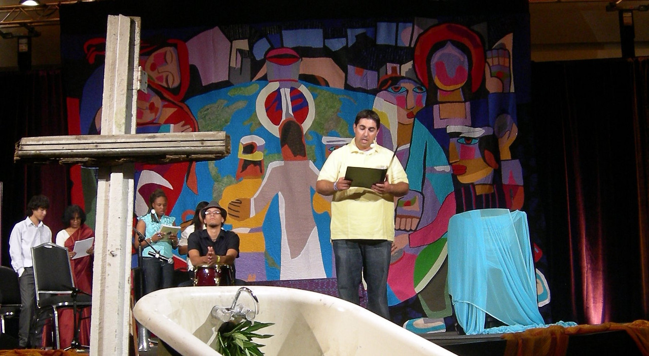 The Rev. Gabi Aelabouni, Elmhurst, Ill., leads worship Tuesday evening at the 2009 MYLE.  (Carrie Draeger, 2009)
