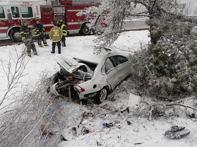 BUTLER TOWNSHIP INTERSTATE 81 MM 122 VEHICLE ACCIDENT 4-01-2011 PICTURE BY COALREGIONFIRE