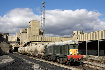 D8056 draws the loaded PCA's clear of the crossing deep inside the cement works at Hope on 16/09/2005.