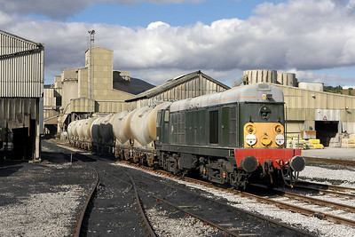 Having drawn the PCA's clear of the crossing, D8056 stands alongside the coal discharge shed at Hope cement works on 16/09/2005.