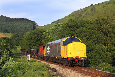 37901 approaches Deeside Halt whilst working a short PW train on 17/06/2006.