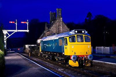 25322 'Tamworth Castle' stands at Cheddleton with a mixed freight on 19/04/2008.