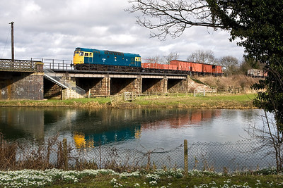 27066 crosses the River Nene at Wansford with a short mixed freight on 23/02/2008.