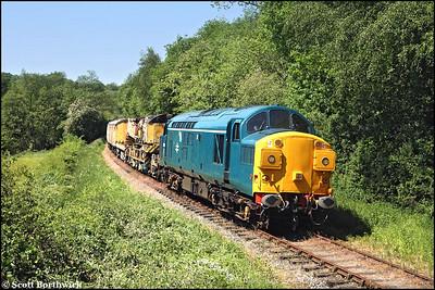 37075 heads a breakdown train at Dustystile on 01/06/2009.