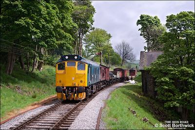 25059 hauls a short freight away from Oakworth on 21/05/2013.