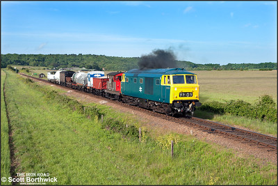 D7076 turns on the power as it accelerates away from Weybourne with a short mixed freight on 11/06/2015. (Photo taken with camera mounted on a pole & remotely triggered)