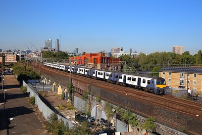 321426+321445 on the 5M24 0957 London Liverpool Street to Orient Way at Stepney Green between Bethnal junction and Bow junction on the 13th September 2018