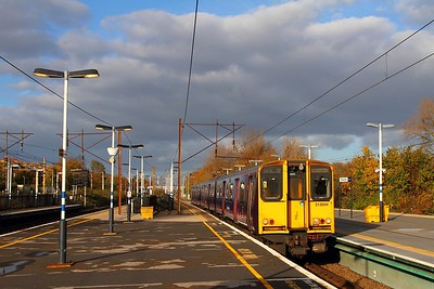 313044 on the 2K67 1325 Welwyn Garden City to Moorgate at Finsbury Park on the 10th November 2017