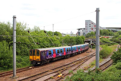 313056+313047 on the 2B68 1328 Moorgate to Hertford North departing Drayton Park and passing under the ECML on the approach to Finsbury Park on the 11th May 2018