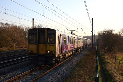 313046+313054 on the 2V54 1427 Moorgate to Welwyn Garden City at Brookmans Park on the 20th January 2019
