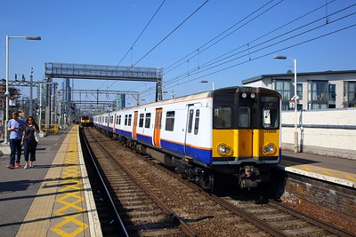 315809 on the 2U36 1130 London Liverpool Street to Enfield Town arrives at Bethnal Green on the 2nd September 2018