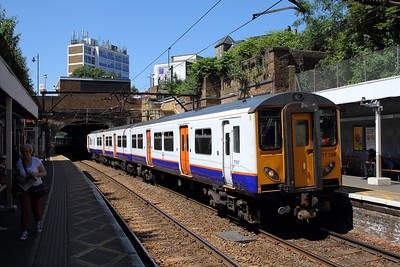 317708+317729 on the 2D33 1401 Cheshunt to London Liverpool Street at Stoke Newington on the 26th June 2018