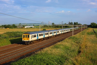 319012 leading 319457 on 2N69 1824 London Euston to Northampton at Ledburn on 8 July 2021  Class319, LNWR, WCML