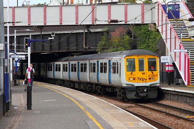 319449+319436 on the 5E19 Cricklewood to Hornsey at Kentish Town on the 20th August 2017  A positioning move for collection by 37884 to take them for storage at Long Marston
