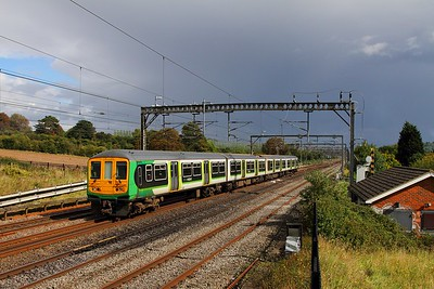 319441 on the 5N22 1332 Watford junction to Northampton EMD at Bourne end on the 9th September 2017