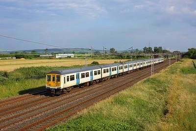 319218 leading 319214 on 2N75 1723 London Euston to Northampton at Ledburn on 8 July 2021  Class319, LNWR, WCML