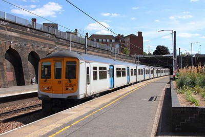 319436+443 on the 2O46 Sutton to Luton at Kentish Town on the 13th August 2017