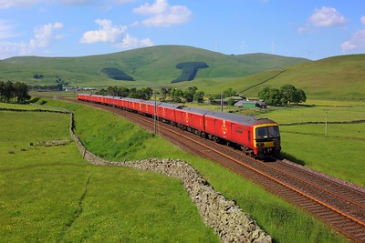 325008 leading 325012 and 325015 on 1M44 Shieldmuir to Warrington at Crawford on 29 June 2021  Class325, DB, ClydeValley, RoyalMail, Mailtrain, WCMLScotland