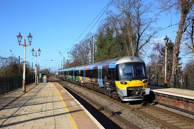 332013 on the 1Y36 0842 Heathrow Airport Terminal 5 to London Paddington at Hanwell on the 17th March 2019