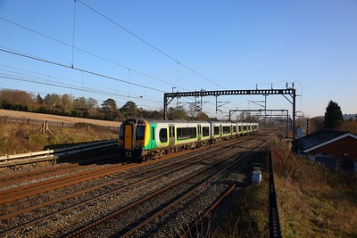 350101 on the 2T15 1214 London Euston to Tring at Bourne End on the 20th January 2019