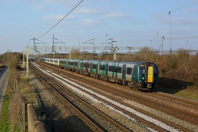 350373 leads 350xxx and 350xxx on 2K32 1509 Milton Keynes Central to London Euston at Pitstone on 7 March 2021  Class350, WMR, WCMLSouthEast