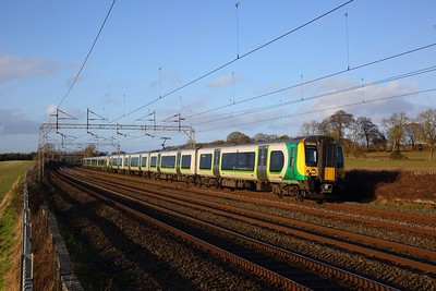 350248+350111 on the 2K20 1455 Milton Keynes Central to London Euston at Cow Roast on the 1st February 2020