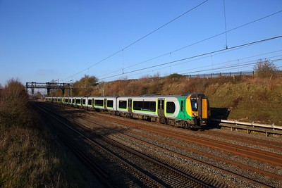 350130+350115 on the 2K14 1211 Milton Keynes Central to London Euston at Bourne End on the 20th January 2019