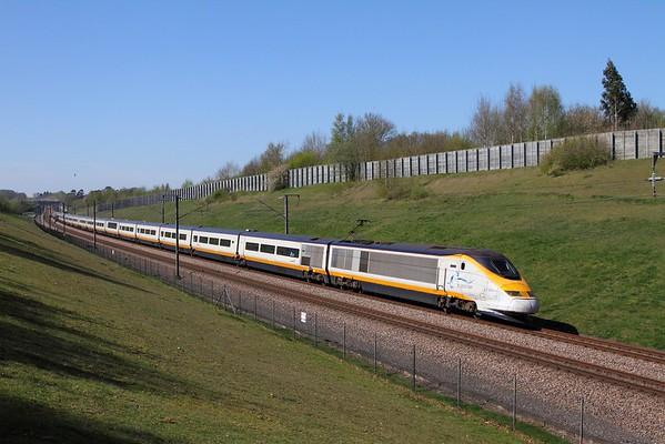 373002+373001 on the 9O32 St Pancras to Paris Nord near Lenham on the 9th April 2017